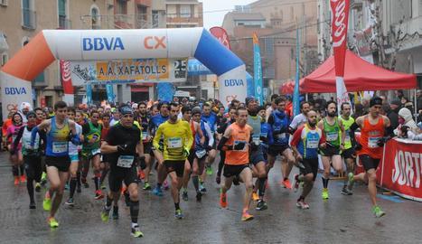 Moment de la sortida de la clàssica Cursa de l'Indiot, que se celebra a Mollerussa cada 26 de desembre i que ahir va reunir 800 atletes.
