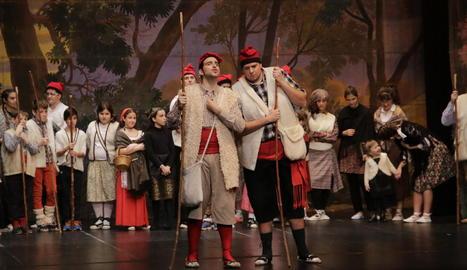 Els pastorets protagonistes de la representació ahir a Guissona d'aquesta obra nadalenca.