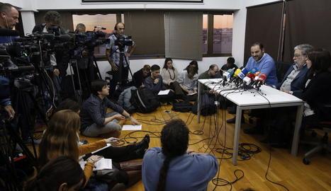 Toscano, Ábalos i Lastra, després de la reunió dels càrrecs socialistes afins a Sánchez, ahir a Madrid.
