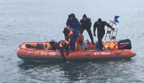 Equips de rescat russos buscaven ahir restes de l'avió Tu-154.