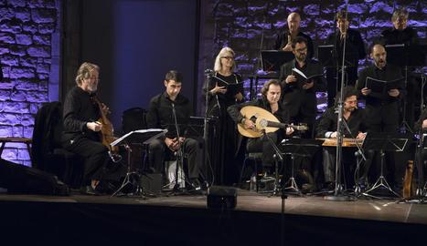 Jordi Savall, a l'esquerra, en el concert dedicat a Ramon Llull.