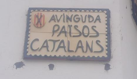 La nova placa a l'avinguda d'Ivars de Noguera.