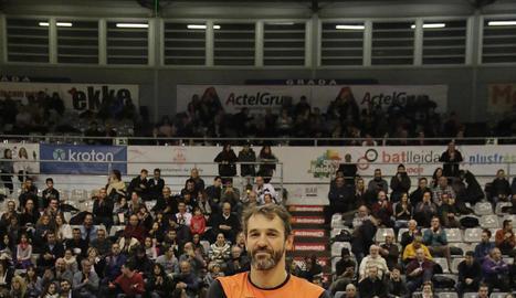 Alzamora, amb la samarreta commemorativa dels seus cent partits.