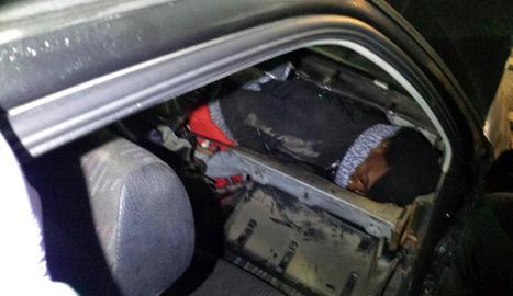 Imatge d'un dels dos immigrants subsaharians rescatats.