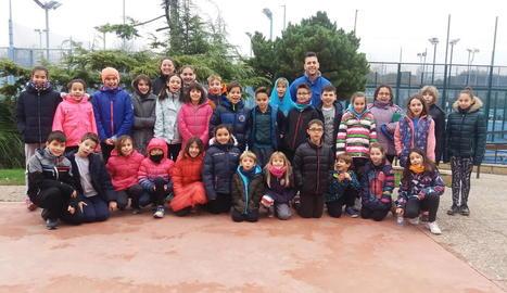 Una trentena de nadadors han participat en el campus de Nadal del CN Lleida.