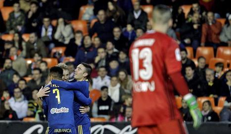Jugadors del Celta celebren un dels gols a València