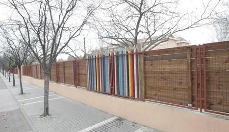 Renoven i amplien la tanca del pati del col·legi Pràctiques II