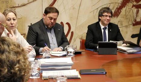 Munté, Junqueras i Puigdemont, ahir durant la primera reunió del Govern aquest 2017.