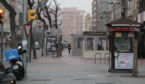 Vista del tram que es modificarà per instal·lar carril bici.