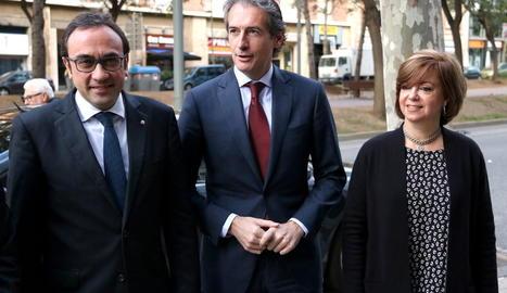 Rull, De la Serna i Borràs, ahir a Barcelona abans de la reunió.