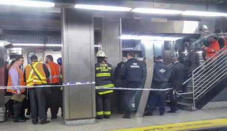 Més de cent ferits a l'accidentar-se un tren suburbà a Nova York