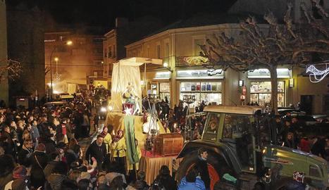 Les carrosses dels Reis Mags van recórrer els carrers de Tremp.