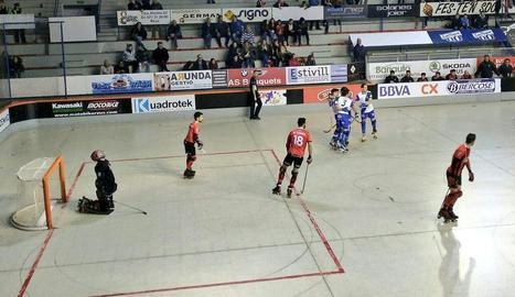 Els jugadors de l'ICG Lleida celebren un gol ahir a Reus.
