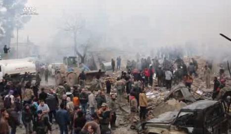 Un camió de combustible va explotar al centre d'Azaz, Síria.