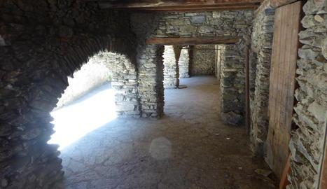 Porxos de pedra típics de molts pobles del Pirineu de Lleida