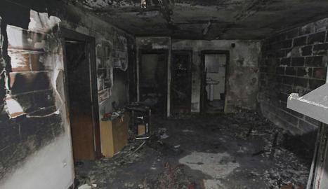 La planta baixa de la casa va quedar totalment calcinada i en aquest estat.