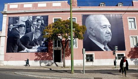 Fotos de Soares a la seu del Partit Socialista a Lisboa.