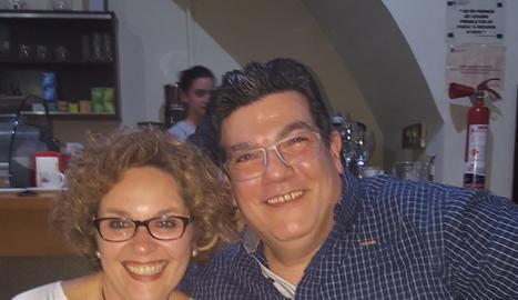 Jordi i Nani, dos dels ex del Cervantes que han refet les seues vides  amb antics companys de classe.