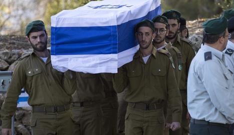 Israel va enterrar ahir els quatre soldats assassinats a Jerusalem.