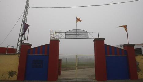 El camp de Vilanova de la Barca, on es va jugar el partit entre l'Escola de la Noguera i el Cervera B.
