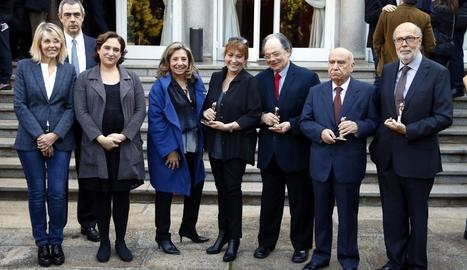 Ada Colau i Isona Passola, ahir amb els nous membres d'honor de l'Acadèmia del Cine Català.
