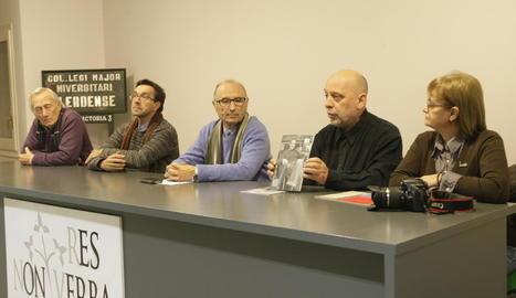 Presentació ahir a la sala de Res Non Verba del número 14 de la revista cultural 'Plec' de Lleida.