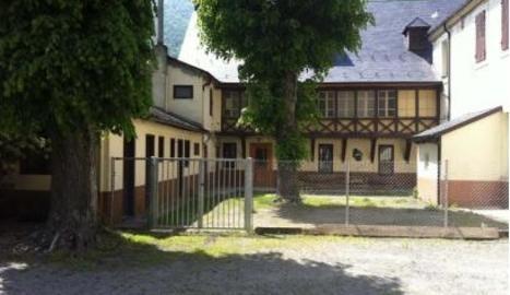 Estat actual de l'edifici Sagrada Família de Les.