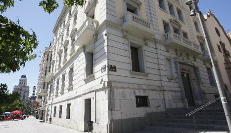 La seu de l'àrea municipal d'Economia, situada a la cantonada de Blondel i la plaça Sant Francesc.