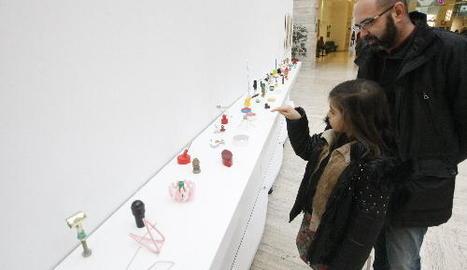 Objectes quotidians i específics del barceloní Àlex Palacín, una de les instal·lacions de l'exposició.