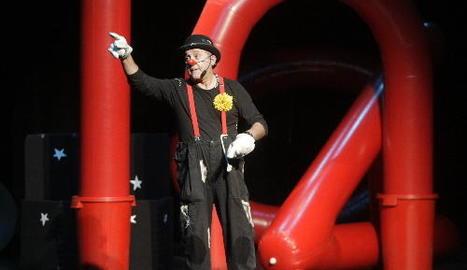 Marcel Gros celebra 25 anys de pallasso amb l'obra 'UniversAri!!!'.