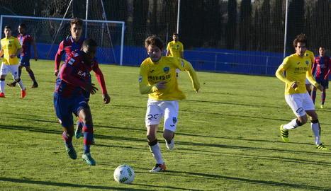 El partit va ser de molta lluita però poques ocasions per part dels dos equips.