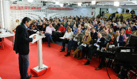 El president de la gestora, Javier Fernández, en la intervenció d'ahir al comitè federal del PSOE.