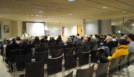 La primera missa al Centre Cívic es va celebrar ahir a la tarda.