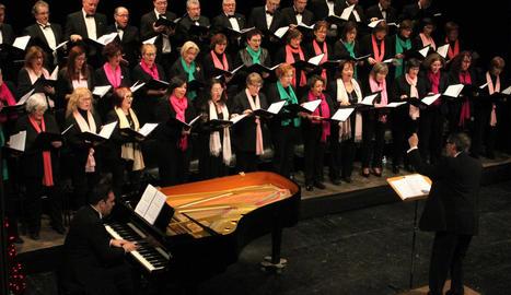 El Teatre Ateneu es va omplir diumenge per disfrutar del recital.