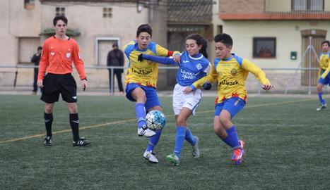Les integrants de l'equip de l'AEM, al costat de Joan Capdevila, que va ser campió del món i de l'Eurocopa amb la selecció espanyola.