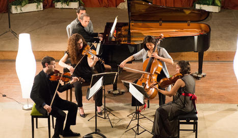 Un moment del concert del Dalia Quartet i Santi Riu diumenge a l'Auditori de Cervera.