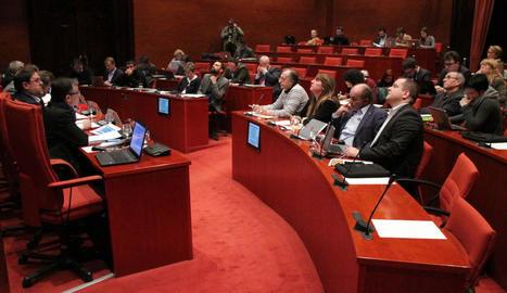 Puigdemont, ahir, en el moment de la conferència al teatre Romea de Barcelona.