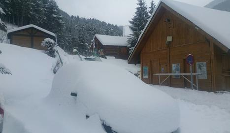 El temporal tanca la Bonaigua i pistes d'esquí i obliga cadenes en nou vies.