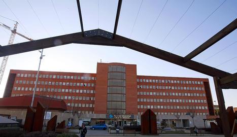 La façana de l'hospital Arnau de Vilanova de Lleida.