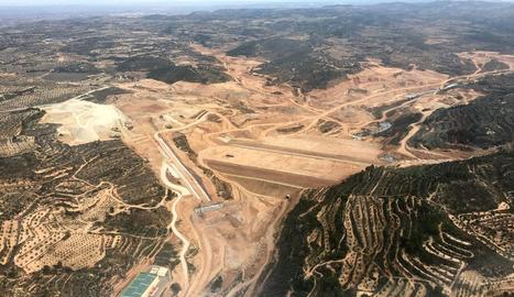 Els treballs a la presa del pantà de l'Albagés.