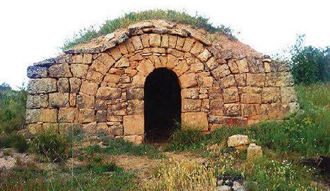Una de les cabanes de volta que hi ha al Soleràs.