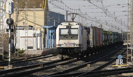 El mercaderies aturat a Puigverd que va ocasionar ahir problemes en la circulació de trens regionals.