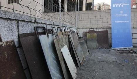 Material confiscat d'una deixalleria del Segrià, ahir a la comissaria dels Mossos d'Esquadra.