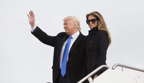 Trump i la seua esposa, Melania, a l'arribada a Washington.