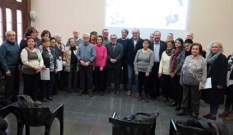 Foto de família dels participants en l'últim curs de cuidadors no professionals.