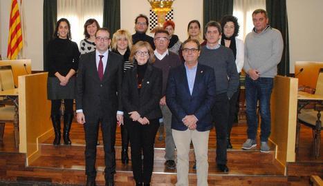 Anna Folch i Marc Solsona, amb els mediadors culturals de la ciutat i regidors del consistori.