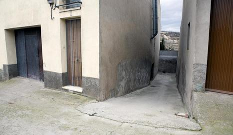 Vista de la travessia del carrer Jesús a Cervera.