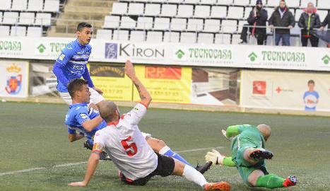 Marc Nierga va demostrar olfacte golejador en el seu debut a l'Hospitalet.