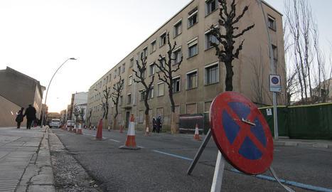 Preparatius per iniciar avui la demolició de l'edifici principal de Magisteri