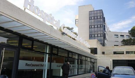 Imatge de l'exterior de les instal·lacions de l'hospital de Blanes.